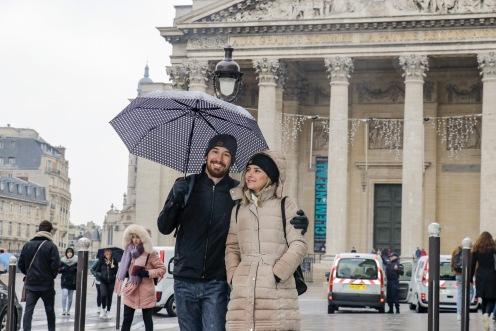 Quando a chuvinha de Paris não atrapalha o passeio a pé pela cidade e ainda rende lindas imagens