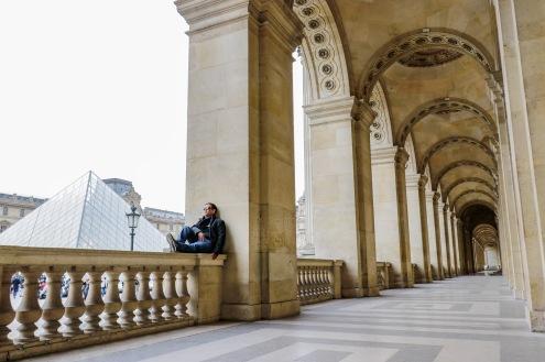 O conjunto de edifícios que abriga o museu do Louvre já foi fortaleza militar (século 12) e sede do poder real na França (século 16). Virou oficialmente museu em 1793.