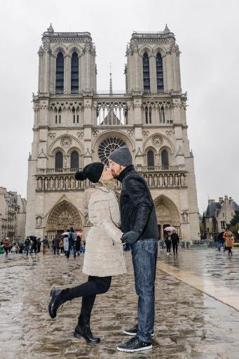 Passamos e entramos na Catedral Notre-Dame