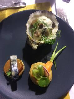Ato 1: Chou de anchova, sardinha com picles e ostra de Camargue